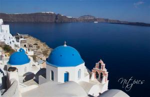 Blue and white in Oia